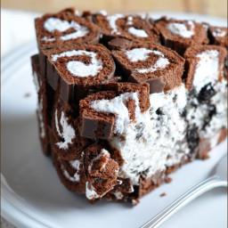 No-Bake Cookies and Cream Swiss Roll Cake
