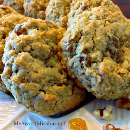 Oatmeal Golden Raisin Walnut Cookies