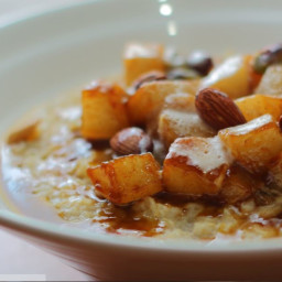 Oatmeal Recipe with Caramelized Pears and Nuts