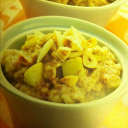 Oatmeal with Apples, Hazelnuts, and Flaxseed