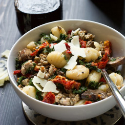 {One Pot} Tuscan Kale, Sun Dried Tomato and Chicken Sausage Gnocchi