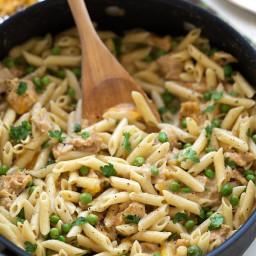 {One Skillet} Cheesy Tuna Pasta