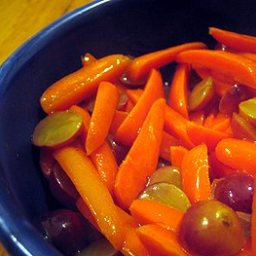 Orange-Glazed Carrots and Grapes