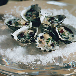 Oysters with Champagne-Vinegar Mignonette