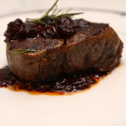 Pan-Seared Filet Mignon (Beef Tenderloin) with Shiraz Sauce