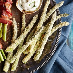 Panko and Parmesan-Crusted Asparagus with Garlic-Mayo Dipping Sauce