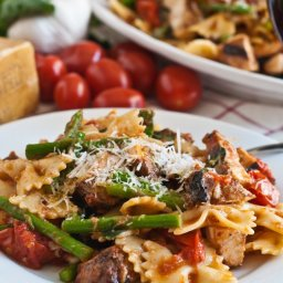 Pasta, Chicken and Asparagus in Garlic Tomato Sauce