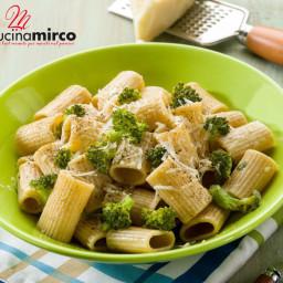 Pasta con broccoli e alici