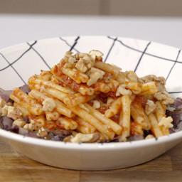 Pasta di riso e quinoa con sugo di pomodori secchi e radicchio