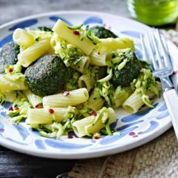 Pasta with courgette sauce and spinach balls