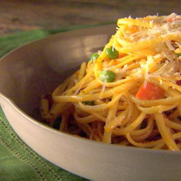 Pasta with Tomato and Peas
