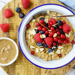 PB Oatmeal and Berries for Quick and Clean Breakfast Ideas!