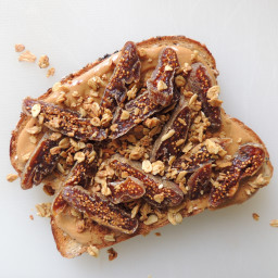 peanut-butter-and-fig-toast-with-granola-1765370.jpg