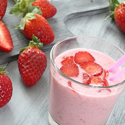 Pear, Strawberry and Yogurt Smoothie