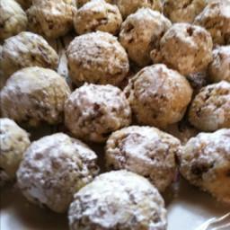 pecan-balls-christmas-cookies-2.jpg