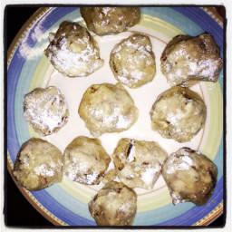 pecan-balls-christmas-cookies.jpg