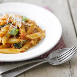Penne with spicy tomato and mozzarella sauce