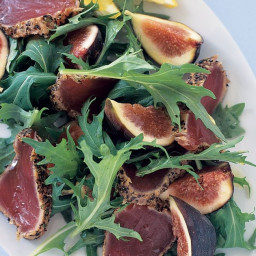 Pepper & fennel-crusted tuna with figs