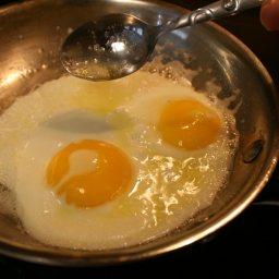 perfect-fried-eggs-7.jpg