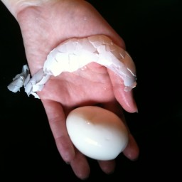 Perfect Peeled Hardboiled Eggs