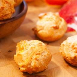 Petits choux salés fourrés au jambon et fromage ail et fines herbes