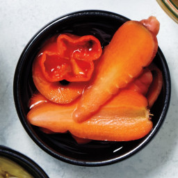 pickled-spicy-carrots-1443505.jpg