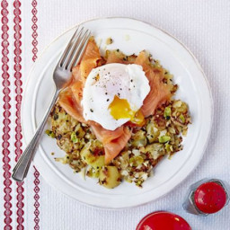 Poached eggs with smoked salmon and bubble and squeak