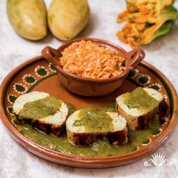 Pollo Relleno con Salsa de Mango y Poblano {Receta}