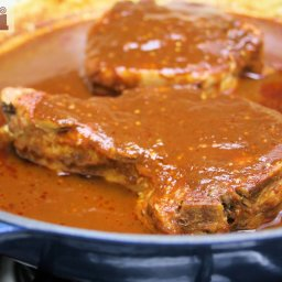 Pork chops in two-chile sauce (Chile Macho)
