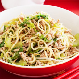 Pork chow mein noodles