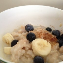 Porridge with Banana, Blueberries & Maple Syrup