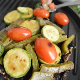Portobellos rellenos de nopales, calabacitas y tomate
