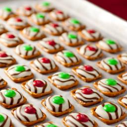 print-pretzel-mm-hugs-christmas-sty.jpg