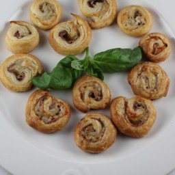Prosciutto and Gruyère Pinwheels