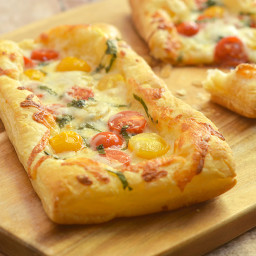 Puff Pastry Margherita Pizza