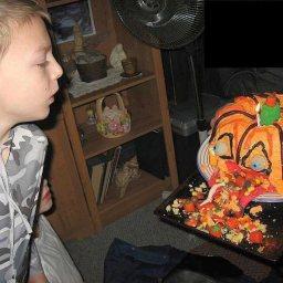 puking-pumpkin-cake-3.jpg