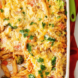 Quick crunchy-topped vegetable pasta bake