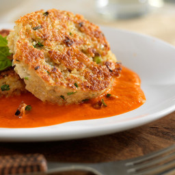 Quinoa-Spinach Burgers With Red Pepper Sauce