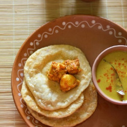 Radhaballavi / kachori and spicy aloo'r dum