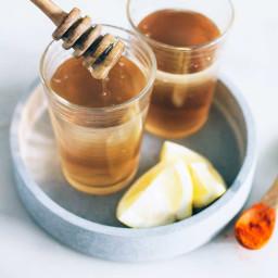 Raw Honey and Apple Cider Vinegar Detox Drink