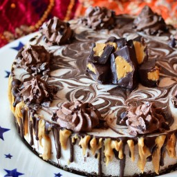 Raw peanut butter and chocolate ganache cheesecake with raw chocolate 'butt