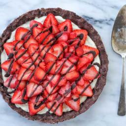 Raw Strawberry Chocolate Dessert Pizza