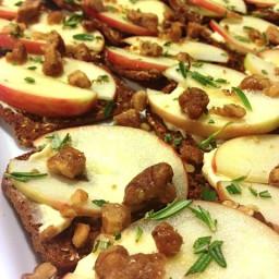 Recipe: Goat Cheese, Honey Crisp Apples, Honey & Rosemary Thins | Reluctant