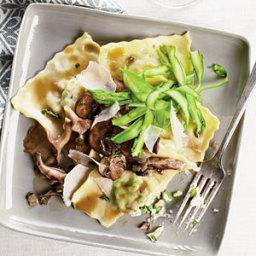 Ricotta-Pea Ravioli with Asparagus and Mushrooms