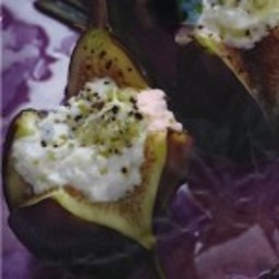 Roasted Figs with Ricotta Cheese