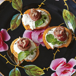 Rose Beef Bites with Horseradish Cream