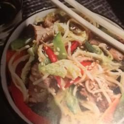 Salade De Nouilles au Bœuf à L'Asiatique
