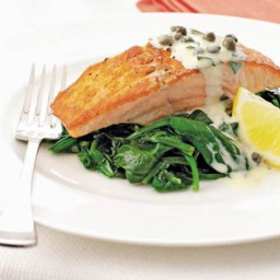 Salmon and spinach with tartare cream
