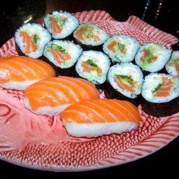 salmon-sushi-2.jpg