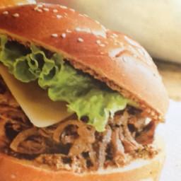 Sandwich costaud au bœuf et aux oignons